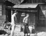 Gladys Swarthout, Richard Bonelli playing quoits beside the theatre