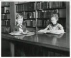 Steele School students in library