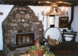Winks Lodge: Fireplace