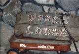 Winks Lodge: Old sign