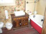 Winks Lodge: Upstairs Bathroom
