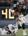 JPM281 - - Denver Broncos wide receiver Rod Smith, #80, slips away from  Oakland Raiders...