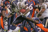 [ES115] - San Diego Charger running back LaDainian Tomlinson makes good on a three-yard touchdown...