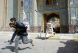 NYT7 - (NYT7) NAJAF, Iraq -- Aug. 24, 2004 -- IRAQ-NAJAF-6 -- Iraqi men run for cover from...
