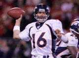 [ES108] - In the Second quarter of play Denver Broncos quarterback Jake Plummer looks to pass...