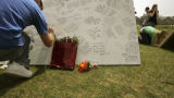 (NYT5) BLACKBURG, Va. -- April 18, 2007 -- VA-TECH-SHOOTINGS-1 -- People sign a makeshift memorial...