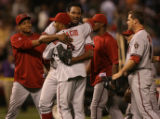 [ES0014]  Arizona Diamondbacks gather around their closing pitcher Jose Valverde  as they clinched...