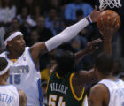 [EPS101] Denver Nugget forward Carmelo Anthony defends a shot by Seattle's Chris Wilcox, right, ...