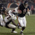 [EPS101] Chicago Bears quarterback Rex Grossman makes a run for a first down in the fourth quarter...