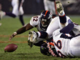 [EPS101] Denver Bronco linebacker Ian Gold, left, recovers a fumble by Chicago Bears quarterback...