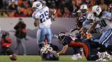 [JOE0093]  Denver Broncos Marcus Thomas (79) and John Lynch (47) force Tennessee Titans LenDale...