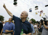IAMG114 - Republican presidential hopeful, former U.S. Sen. Fred Thompson R-Tenn., gives a thumbs...