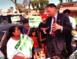 010894.ME.0626.nader1.rm Presidential candidate Ralph Nader meets with residents at William Mead...