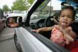 BG0082 Kayla Gordon, 23 mo. old, waits with her twin sister and her mother for free gas during the...