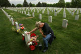 MJM030  Lt. Col. Robert Thompson (cq) of Aurora, Colo. kneels and cries Monday 05/26/08 at Fort...