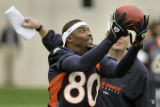 CODER102-Denver Broncos wide receiveR Rod Smith makes a catch in front of Broncos tight end coach...