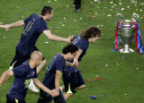 MF825 - FC Barcelona players celebrate their victory over Arsenal in the Champions League final at...