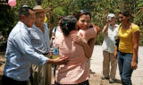 (NYT69) CACAOPERA, El Salvador -- April 4, 2007 -- SALVADOR-KIDNAP-REUNION -- In Cacaopera, El...