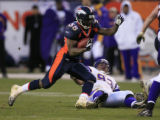 DM0818   Denver Broncos running back Selvin Young blows past Minnesota Vikings defensive tackle...