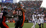 [ JPM984 ] Denver Broncos Tony Scheffler (88) celebrates with Cecil Sapp (37) his second quarter...