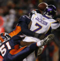[ JPM851 ] Denver Broncos Alvin McKinley (99) knocks the ball from  Minnesota Vikings quarterback...