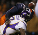 [ JPM853 ] Denver Broncos Alvin McKinley (99) knocks the ball from  Minnesota Vikings quarterback...