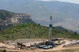 MJM234  A drilling rig is seen Tuesday July 3, 2007 on the Roan Plateau outside of Rifle, Colo. ...