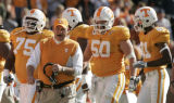 TNWP118 - Tennessee coach Phillip Fulmer talks to players Anthony Parker (75), Josh McNeil (50)...