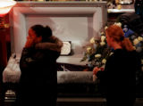 RMN 135 4-29-99   THOUSANDS OF  MOURNERS VIEWED THE BODY OF ISAIAH EMON SHOELS AT THE SANCTUARY OF...