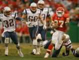 DAVID EULITT/The Kansas City Star--11272005--CHIEFS PATRIOTS--Kansas City Chiefs running back...