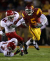 104655.SP.1119.usc7.WJS  USC tailback Reggie Bush eludes Fresno St. tacklers in the second quater...