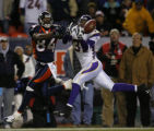 [ JPM816 ] Minnesota Vikings Marcus McCauley (31) breaks up a pass intended for Denver Broncos...