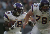 [ JPM155 ] Minnesota Vikings Adrian Peterson (28) follows a block by Matt Birk (78) against the...