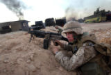NYT22 - (NYT22) NAJAF, Iraq -- Aug. 12, 2004 -- IRAQ-NAJAF -- U.S. Marines take positions outisde...