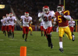 104655.SP.1119.usc8.WJS  USC tailback Reggie Bush scores on a 45-yard touchdown run in the third...
