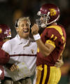 102205.SP.0917.USC6.WJS  USC head coach Pete Carroll and quarterback Matt Leinert celebrate...