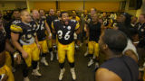 1/1/2006  PITTSBURGH :    Pittsburgh Steelers Jerome Bettis cheers with teammates in the locker...
