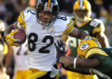 11/6/2005 GREEN BAY :  Pittsburgh Steelers Antwaan Randle El picks up yardage against the Packers...