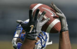 (EDITORS NOTE: EXTEAM CROP)  Chris Evans, TE, Junior, makes a catch during the 2006 Air Force...